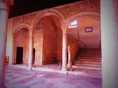 Escalera de Alonso de Covarrubias entre patio y primer piso. Museo de Santa Cruz. Toledo