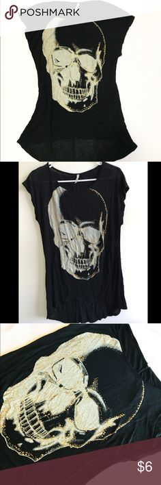 Skull shirt Skull shirt with gold sparkles. Thin material but looks pretty flattering on. Fun shirt Tops Tees - Short Sleeve