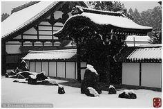 https://flic.kr/p/LfwB3e | Zen + snow, Tofuku-ji temple, Kyoto | Too hot today in Kyoto. Need to cool down a bit :-)  More pictures of Kyoto 京都.