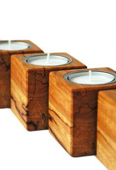 *Die etwas anderen Teelichthalter aus Holz*  Die 4 Teelichthalter wurden für sie in Handarbeit aus wunderschöner gestockter Birke gefertigt und geben