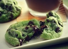 Mint Chocolate Chip Cookies Recipe 1 pouch lb oz) Betty Crocker® sugar cookie mix ½ cup butter or margarine, softened ¼ to ½ teaspoon mint extract 6 to 8 drops green food color 1 egg 1 cup creme de menthe baking chips 1 cup semisweet chocolate chunks Chocolate Chip Cookies Rezept, Mint Chocolate Chips, Chocolate Cake, White Chocolate, Irish Chocolate, Chocolate Biscuits, Chocolate Pudding, Vegan Chocolate, Chocolate Desserts