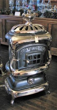Mill Creek Antiques - Paxico, Kansas Antique Wood Stove, How To Antique Wood, Old Wood, Antique Brass, Wood Burning Furnace, Old Stove, Cast Iron Stove, Horse Camp, Vintage Stoves