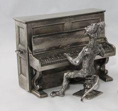 Collection Michel Laude (encore  > http://www.boutique-etain.fr/le-grand-chat-pianiste-2425-p.asp