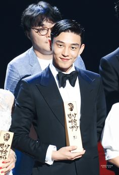 """There's no stopping for our best actor Yoo Ah In! Less than a week after nabbing the Best Actor of the Year award for his performance in the 2015 hit movie, """"Veteran"""", at the 36th Golden Cine…"""