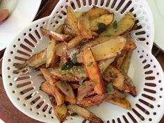 Crispy homemade french fries with parmesan cheese, rosemary and marjoram Homemade French Fries, Kraut, Parmesan, Potato Salad, Potatoes, Cheese, Chicken, Ethnic Recipes, Food