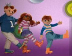 Sassa, Toto en Koning Koos zingen in een liedje dat ze een robot zijn. Ze bewegen ook als robots.