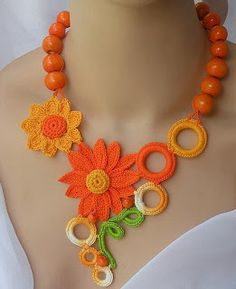 El verano crocheted wooden necklace daisy by DAINTYCROCHETBYALY El verano crocheted wooden necklace Jewelry Crafts, Jewelry Art, Beaded Jewelry, Handmade Jewelry, Daisy Jewellery, Craft Jewellery, Crochet Jewellery, Crochet Bracelet, Crochet Earrings