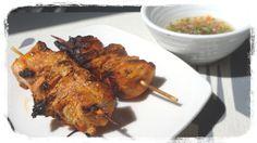 En cette période d'été ,synonyme de grillades, de bonnes brochettes au poulet  bien mariné au paprika, des herbes aromatiques rien de tel que d'avoir toute les saveurs sur les papilles, accompagnées d'une ( sauce chien)