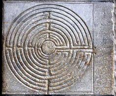 Lastra parietale della cattedrale di Lucca con il labirinto