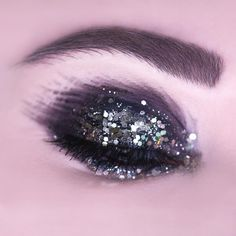 T R A I C I O N E R A 🖤 Black eyeshadow- Make Up For Ever Aqua XL Color Paint M-10  Gold glitter- Aliexpress