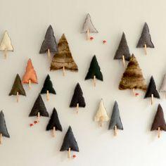 Calendrier de l'avent Forest Spirit - tuto offert par Vanessa Pouzet ! trop joli !!!! holiday felt trees with clothespins #craft