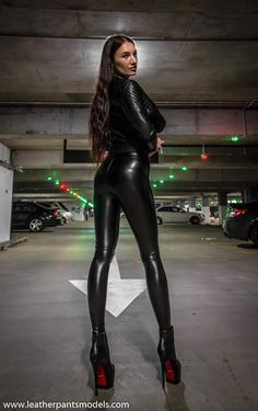 These magnificent and sexy photos are worth seeing. Go to the site and evaluate my efforts. Skin Tight Leggings, Shiny Leggings, Leggings Are Not Pants, Black Leggings, Leder Outfits, Sexy Latex, Latex Wear, Curvy Women Fashion, Women's Fashion
