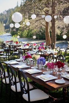 Outdoor, by the water, simple and classic decor...love it
