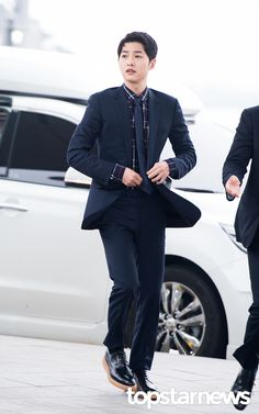 On April 22nd, Song Joong Ki arrived at Incheon Airport, stylish in Dior Homme. The clothes are fitting since he was bound for Hong Kong to attend Dior Homme'sWinter 2016-17 live show…