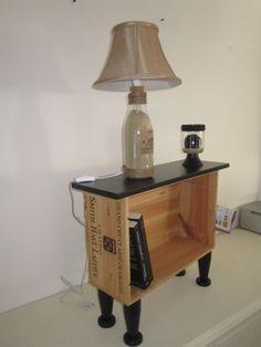 Je détourne les caisses à vin en bois en meuble de chevet, porte revues..