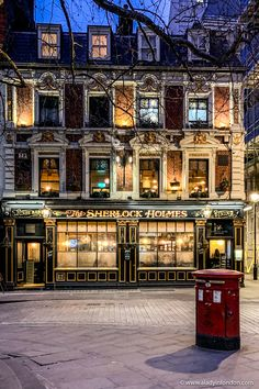 The Famous Sherlock Holmes Pub in London - A Lady in London - The famous Sherlock Holmes pub London is often considered the best pub in London. This is one of those old London pubs that's just beautiful. Pubs In London, Old London, London Life, London Places, Places To Travel, Places To Visit, London Dreams, Living In London, Photo Deco