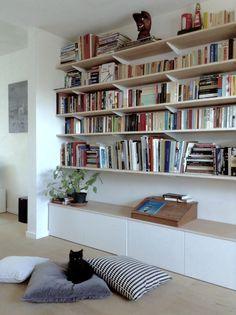 Bookshelf Living Room, Living Room Storage, New Living Room, Home And Living, Bookshelves, Living Room Decor, Living Spaces, Home Library Design, Home Interior Design