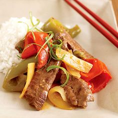 asian pepper steak - This saucy slow cooker recipe is full of beef strips, sweet pepper, onion, and bamboo shoots. The garlic and soy sauce ensures that it tastes just like a dish from a Chinese restaurant. Slow Cooker Beef, Slow Cooker Recipes, Crockpot Recipes, Cooking Recipes, Steak Recipes, Sauce Recipes, Cooking Tips, Beef Dishes, Food Dishes