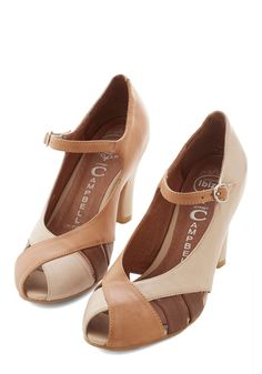 Hazelnut Haute Heel. Youll take the latt leather and espresso accents of these mid-heels with a hazelnut-brown twist! #tan #wedding #modcloth