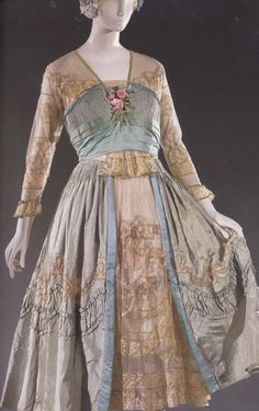 "Lucile—Lady Duff Gordon—""Happiness"" dinner dress of silk taffeta, satin, tulle… Vintage Outfits, Vintage Gowns, Vintage Mode, 1900s Fashion, Edwardian Fashion, Vintage Fashion, Ladies Fashion, French Fashion, Womens Fashion"