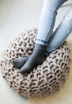See three different versions of this great pouf pattern from Knitting Without Needles by Anne Weil. Fabulous arm knitting and finger knitting patterns! Yarn Projects, Knitting Projects, Crochet Projects, Knitting Tutorials, Knitting Ideas, Diy Tricot Crochet, Crochet Home, Hand Crochet, Knitted Pouf