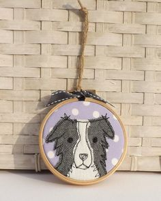 Border Collie Hoop Tire Art Applique Free by TheDogandtheMoon - embroidery Freehand Machine Embroidery, Free Motion Embroidery, Simple Embroidery, Free Machine Embroidery, Embroidery Hoop Art, Border Embroidery, Fabric Art, Fabric Crafts, Sewing Crafts