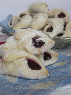 Cornulete-- Romanian dessert, they are soo good! Romanian Desserts, Romanian Food, Yummy Treats, Sweet Treats, Yummy Food, Wrap Recipes, Sweet Recipes, Cookie Recipes, Dessert Recipes