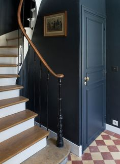 New stairs art deco stairways Ideas Staircase Remodel, Staircase Makeover, Stair Redo, Home Remodeling Diy, Home Renovation, Stair Art, Flur Design, Hallway Inspiration, Hallway Designs