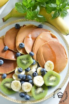 placuszki z mascarpone przepis Healthy Snacks, Healthy Recipes, Food To Make, Pancakes, Food And Drink, Menu, Tasty, Cantaloupe, Sweets