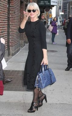She may be years old. But Helen Mirren was living proof that glamour is timeless when she stepped out in New York City on Monday… Mature Fashion, Older Women Fashion, Over 50 Womens Fashion, Fashion Over 50, Trendy Fashion, Fashion 2018, Spring Fashion, Tween Fashion, Lolita Fashion