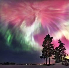 20 best National Geographic photos of 2015 - celestial tent phenomenon - photo by Sergey Makurin Beautiful Sky, Beautiful Landscapes, Beautiful Pictures, Aurora Borealis, Landscape Photography, Nature Photography, Northen Lights, Sistema Solar, National Geographic Photos