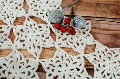 Snowflake Table Runner Crochet Pattern   www.petalstopicots.com   #crochet