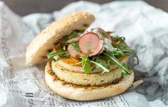 Halloumi-burgerit Halloumi, Camembert Cheese, Food, Party, Fiesta Party, Parties, Meals