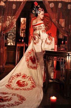 イケメンの「武則天」コスプレ画像 再現度90%以上--人民網日本語版--人民日報