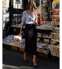 Style a striped men's shirt with a black pencil skirt and black pumps. Always a successful match.✔️ #SakerStil #StyleGuide #inspiration #instadaily #ClassicStyle #womensfashion