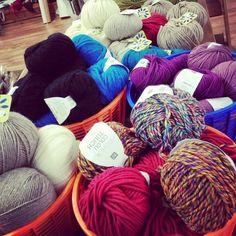 Grand arrivage de laine au Quartier. Il y en a pour tous les goûts  #tricot #winter #cosy #cocooning #douceur