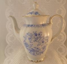 """Original Seltmann Weiden Kaffeekanne, Motiv """"China Blau/ Theresia""""- (ca. `50er)  Feinstes weißes Porzellan mit typisch blauem China Blau-Dekor und her"""