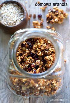 Gotuję: Domowa granola Birthday Breakfast, Granola, Oatmeal, Food And Drink, Sweets, Drinks, Recipes, Diet, The Oatmeal