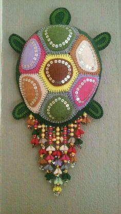 Foam Crafts, Decor Crafts, Diy And Crafts, Crochet Curtain Pattern, Crochet Curtains, Handmade Ornaments, Felt Ornaments, Felt Turtle, Diy Fabric Jewellery