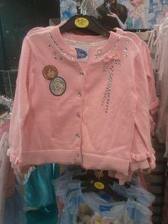 Chaqueta rosa de #Frozen por 12 € en #Primark. Si quieres ver más ofertas en Delowcost. https://www.facebook.com/pages/Delowcost/243872369103120