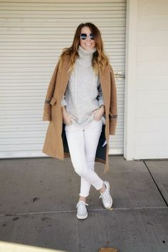 white turtle neck, converse and white jeans