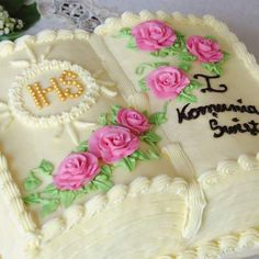 Cake Decorating Piping, Cake Decorating Designs, Cake Designs, Beautiful Birthday Cakes, Beautiful Cakes, Funeral Cake, Vanilla Layer Cake Recipe, First Holy Communion Cake, Bible Cake