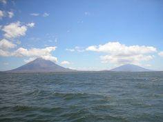 Île d'Ometepe (volcan Concepción et volcan Maderas) sur le lac Nicaragua ◆Nicaragua — Wikipédia http://fr.wikipedia.org/wiki/Nicaragua #Nicaragua