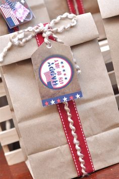 th July Americana Party Ideas with DIY decorations, printables, BBQ food and favors - via BirdsParty.com