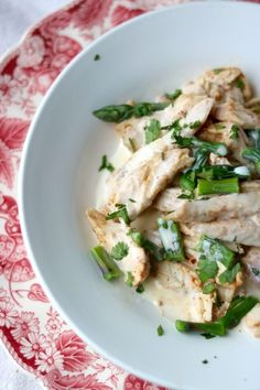 Easy chicken Alfredo recipe with asparagus has just 4.6 net carbs per serving. SO good! From Lowcarb-ology.com