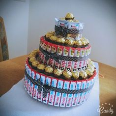 Süßigkeiten torte basteln - Tess G. Candy Arrangements, Bar A Bonbon, Diy Food Gifts, Tiny Gifts, Cute Birthday Gift, Candy Cakes, Chocolate Bouquet, Gift Cake, Candy Bouquet