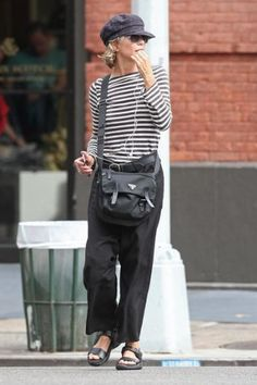 I absolutely adore Meg Ryan. She makes fashion look so comfy and simple.