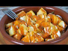 Las Patatas Bravas es una de las tapas más tradicionales de nuestros bares y restaurantes. Aquí la receta con tomate pero hay muchas maneras de hacerlas Potato Sauce, Spanish Food, Sweet And Spicy, Sweet Potato, Healthy Recipes, Healthy Food, Potatoes, Meals, Vegetables
