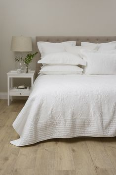 Elegant and timeless, our Unity Oxford Pillowcase is made from cotton with delicate embroidered stitching in a leafy quilted detail. White Bedroom, Small Room Bedroom, Home Decor Bedroom, Dream Bedroom, Bedroom Layouts, Bedroom Styles, Cute Room Decor, Guest Bedrooms, Modern Bedrooms