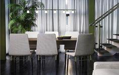 Sortbrunt BJURSTA bord med tillægsplader til 6-8 pers. og PREBEN stole med lysegråt betræk